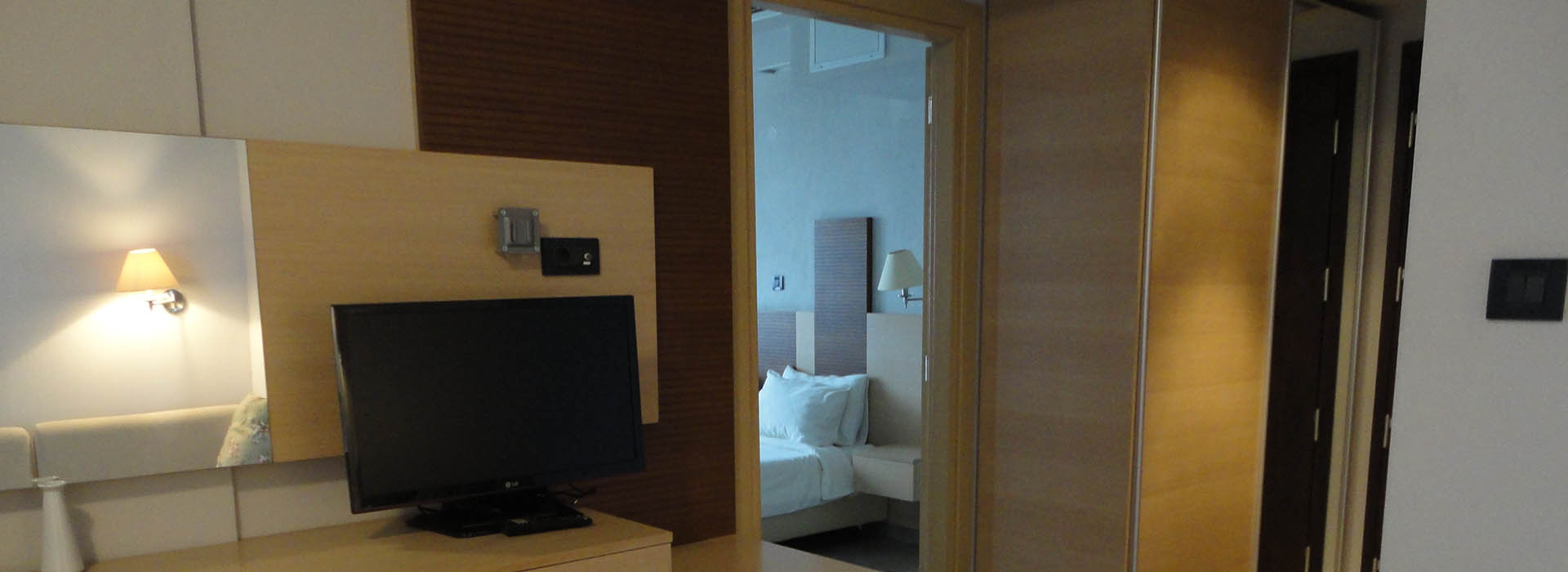 Rooms__Suites_5_copy