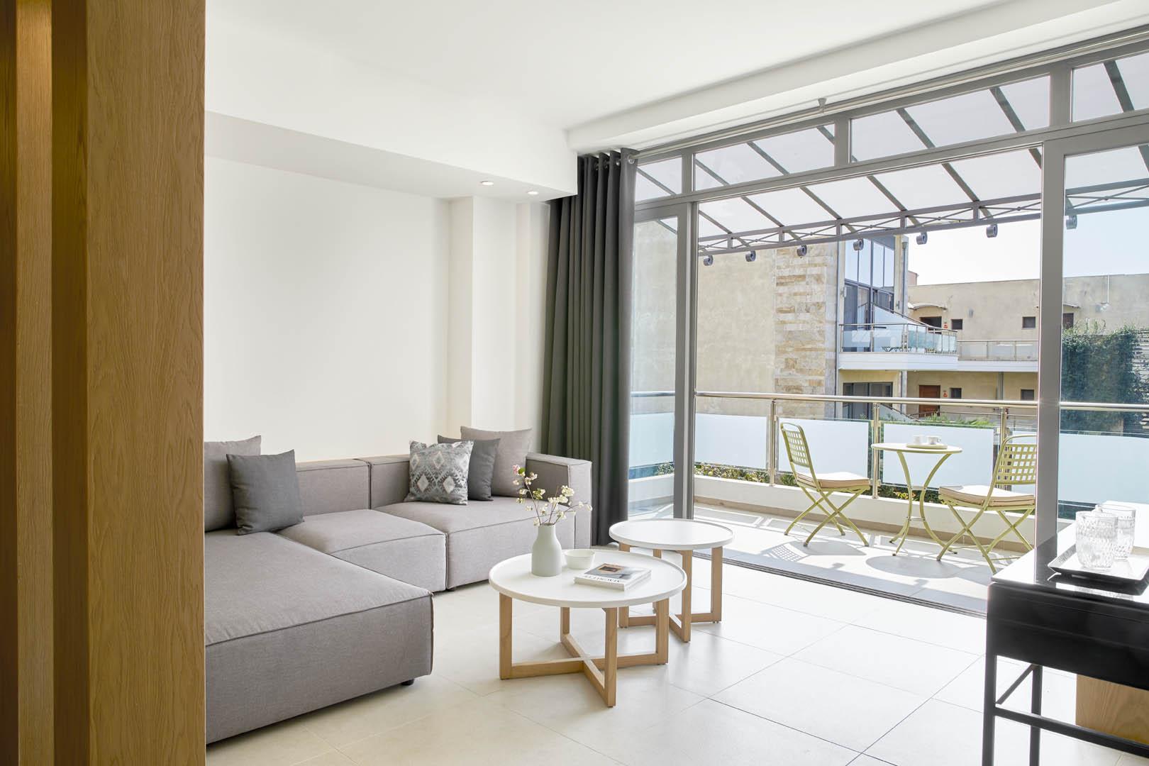 Junior_Suite_lounge-gv