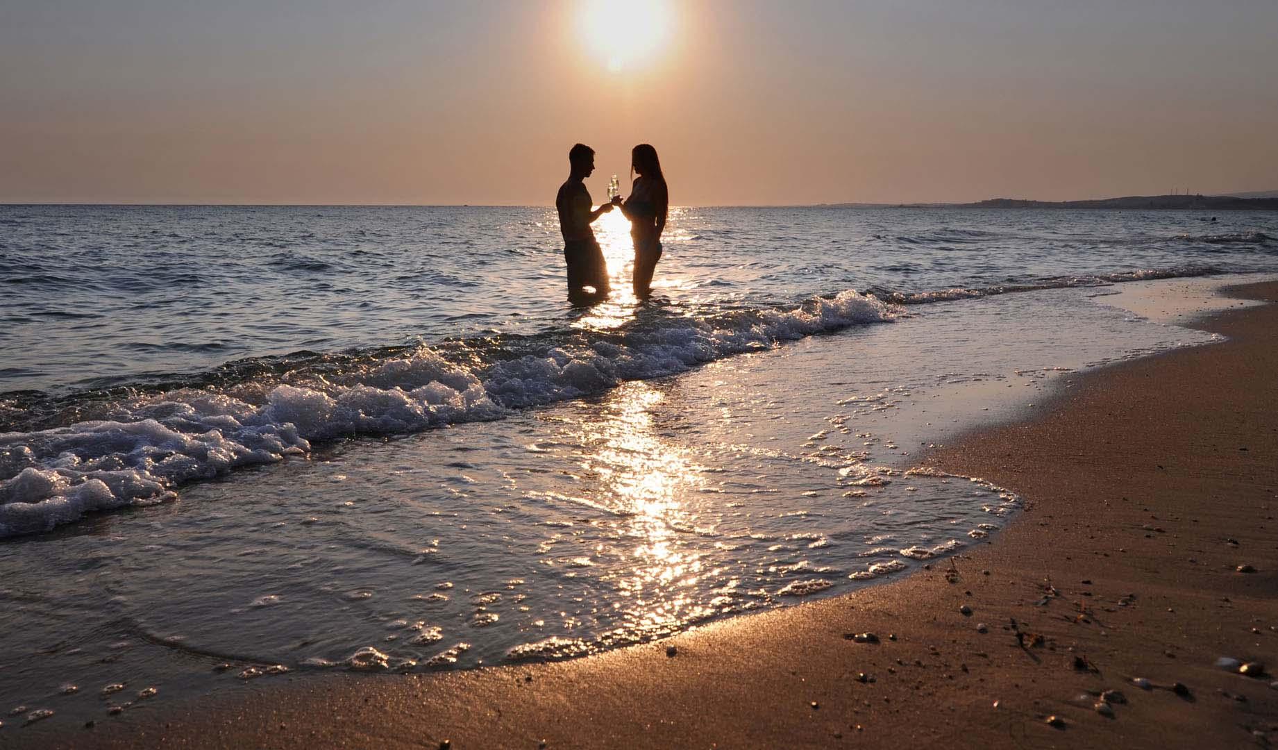 Activities-Sunset_on_the_Beach_2_1